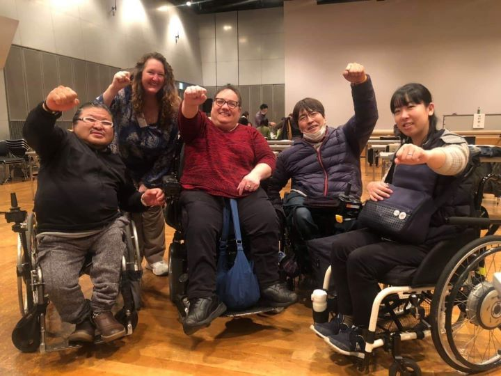 Susan Stahl, Suzanne de Beaumont from NYAIL, and Japanese advocates at the Japanese Independent Living Conference, including Kozo Hirashita of the Muchu Center